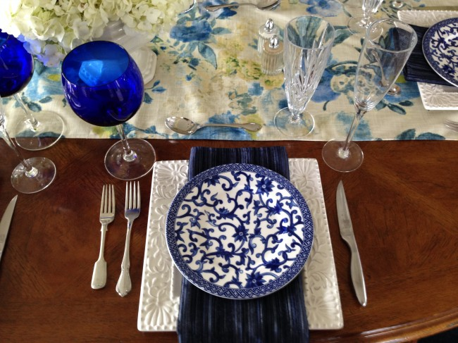THPLH: Blue and White Table